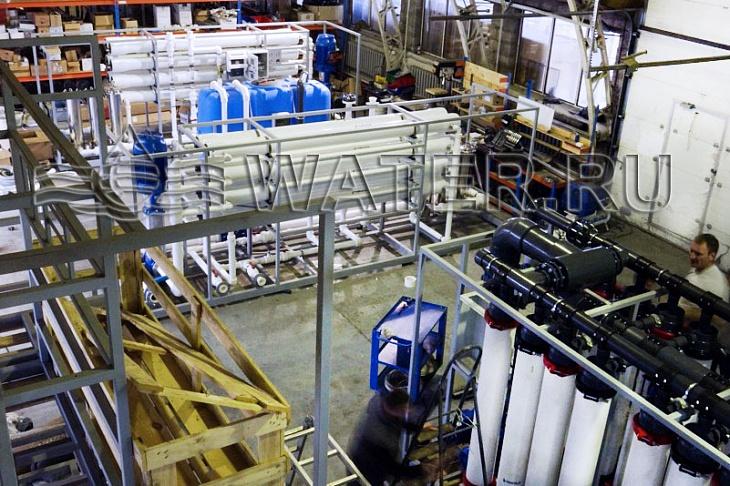 согласно проекту система комплексной водоподготовки включает блок ультрафильтрации uf16 и 2 системы обратного осмоса серии ma.